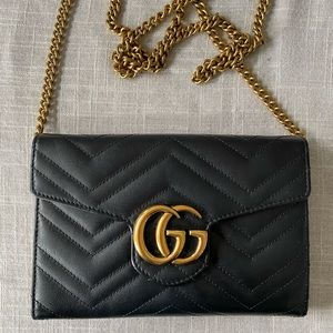 Gucci wallet on a chain. Black leather. Chevron.
